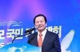 Д-р Хван Сон Джо, ведущий программы