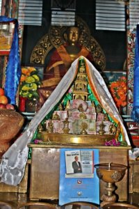 Зажжение тысячи свечей в Непале в честь жизни д-ра Муна