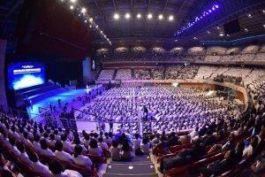 Около 4 тысяч человек приняли участие в массовой свадьбе в Южной Корее