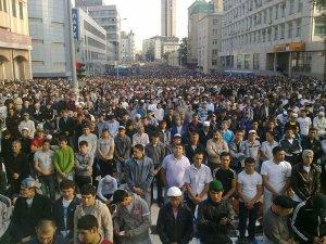 50 000 мусульман парализовали движение по проспекту Мира в Москве