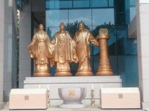 Видео: Церемония посвящения статуй четырех великих святых