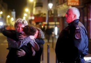 Пользователи соцсетей о терактах в Париже: весь мир молится за Францию